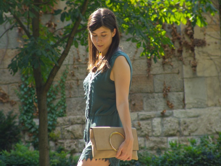 4-green-romper-beige-clutch